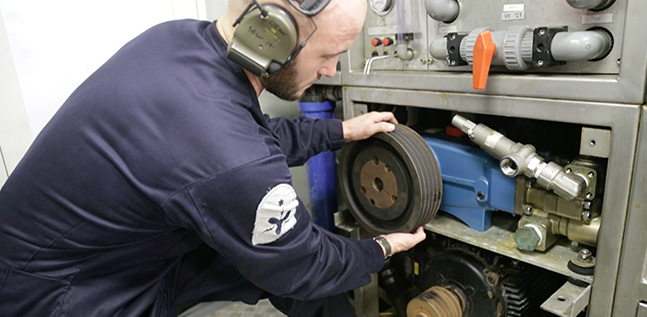 Marine Engineer fixing equipment
