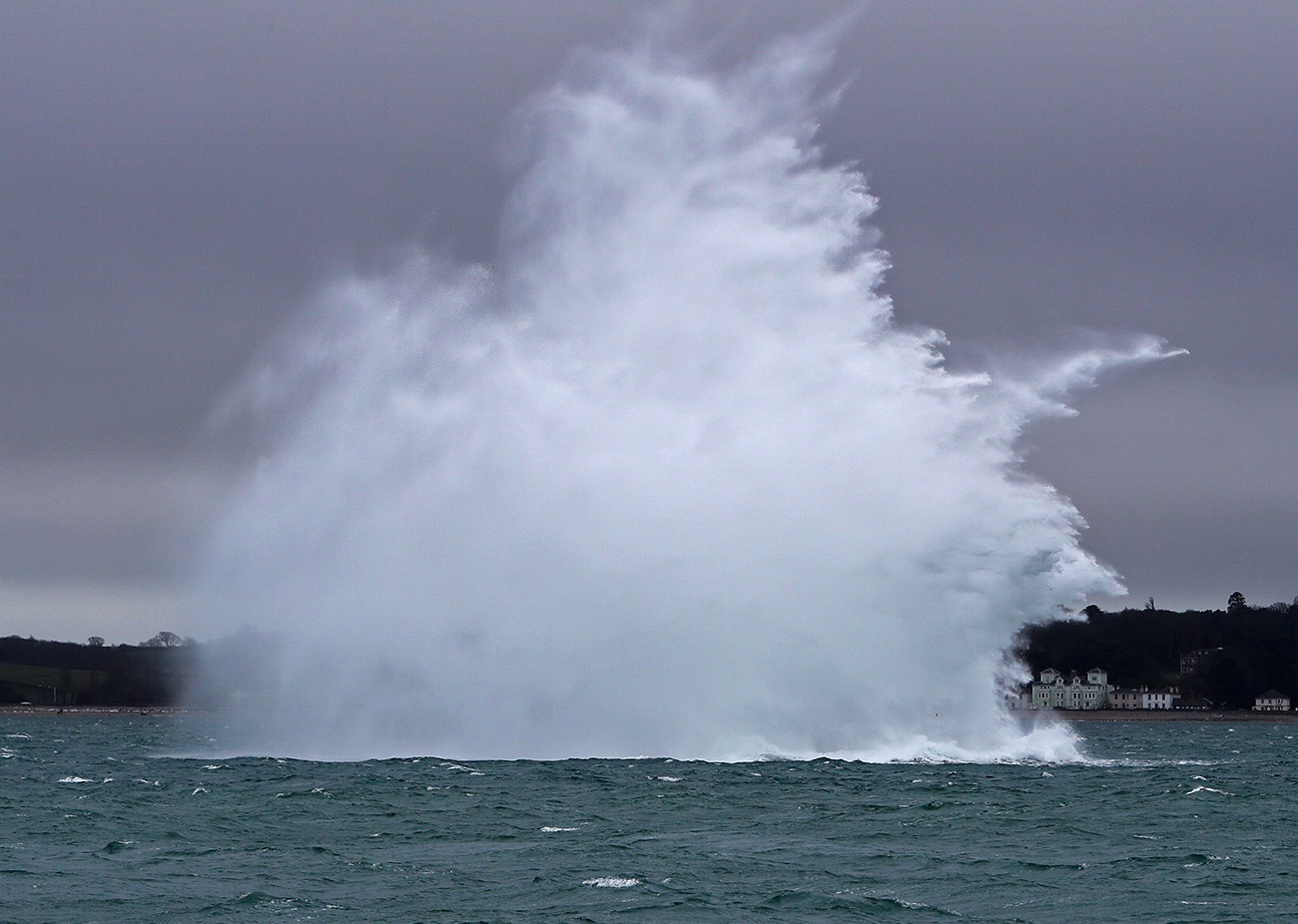 Royal Navy divers destroy 500lb wartime ordnance