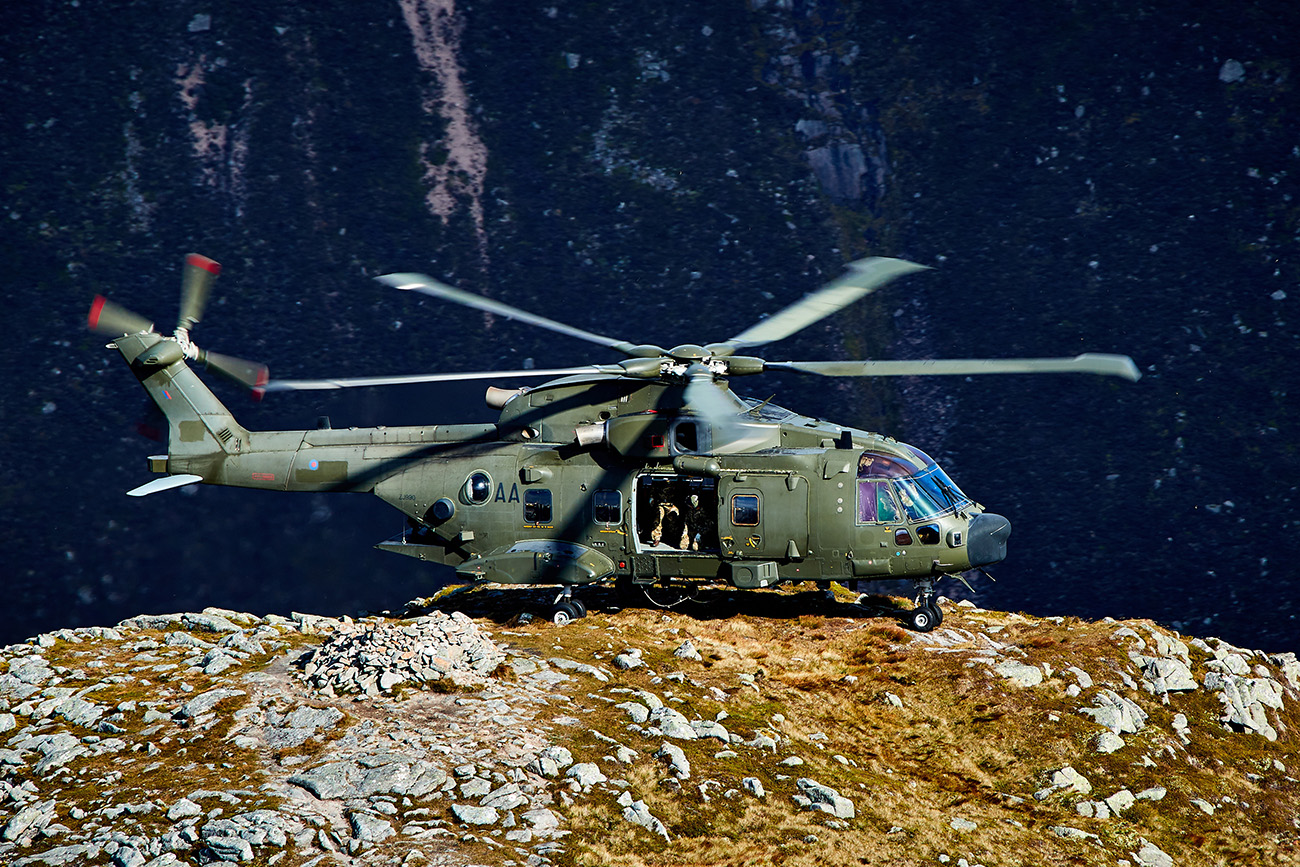 Commando Helicopter Force team up with 45 Commando