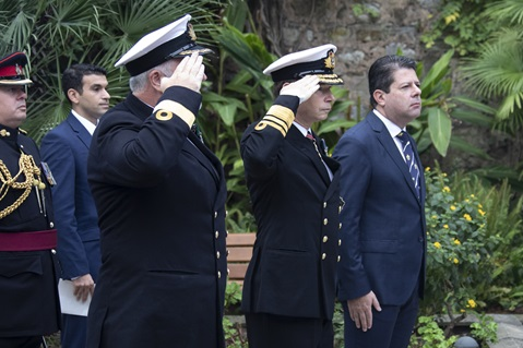 Cdre Steve Dainton, Vice Admiral David Steel and Gibraltar's Chief Minister Fabian Picardo honour the immortal memory