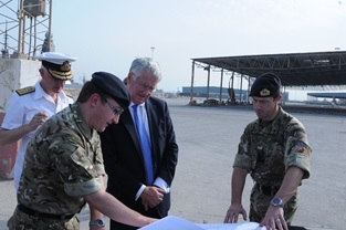 Defence Secretary views Exercise Pearl Dagger in Bahrain