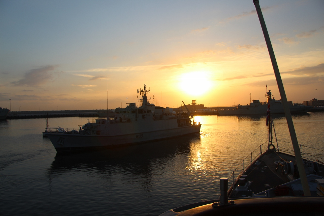 Minehunters draw their daggers in Omani exercis