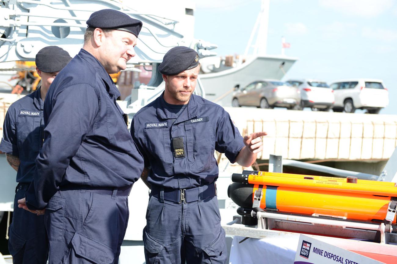 Commander Maritime Operations visits personnel in the Gulf