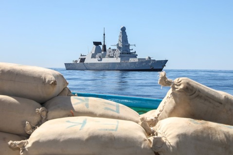 HMS Defender has seized £1m of drugs in the Indian Ocean