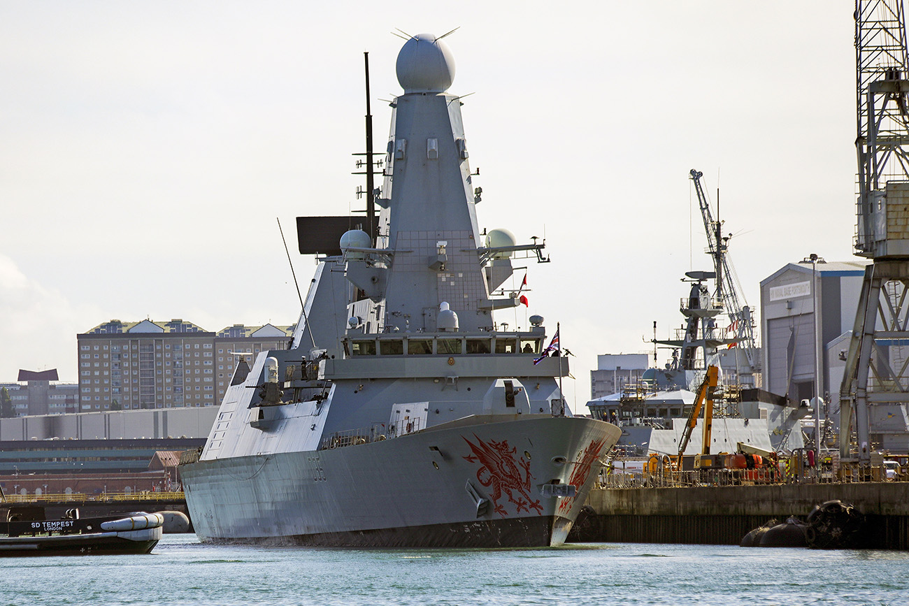 HMS Dragon leaves Portsmouth for the Gulf