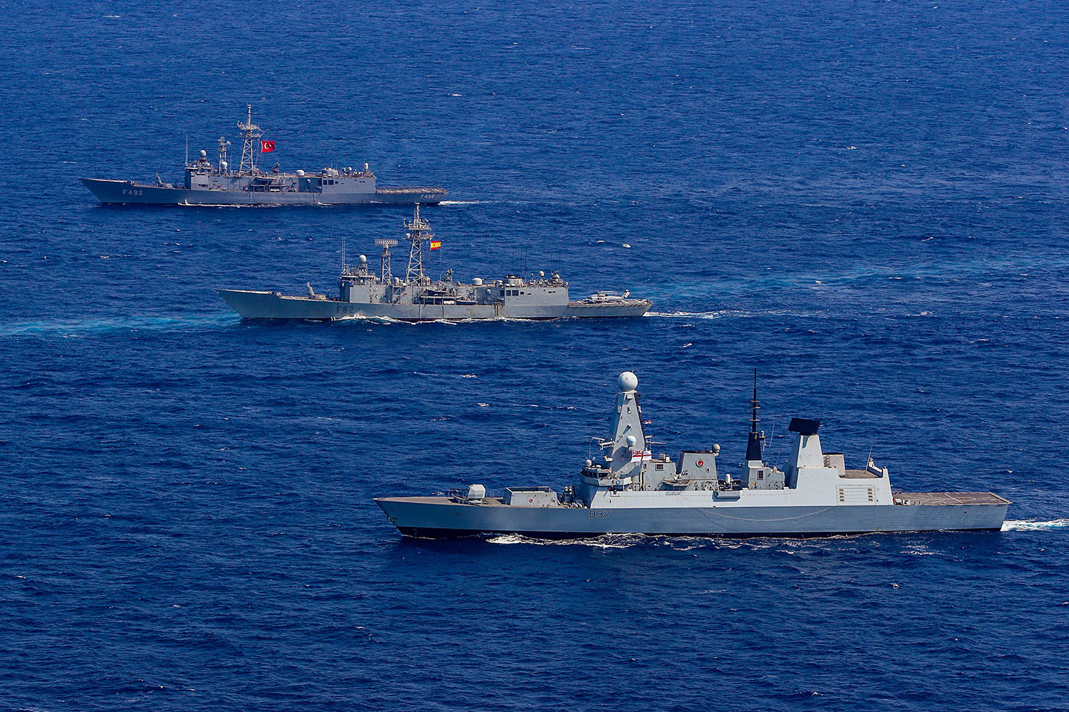 HMS Duncan conducts exercise with NATO warships
