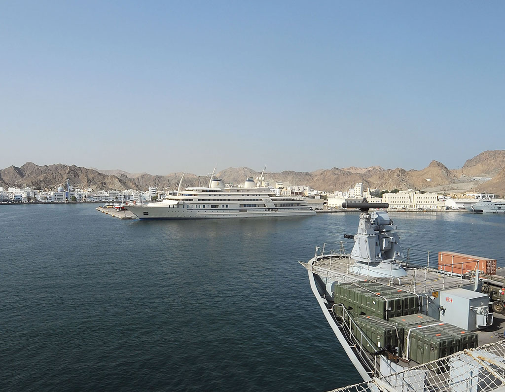 Illustrious salutes the Omani Royal Yacht