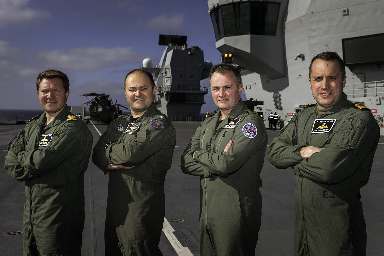 First fixed wing pilots join HMS Queen Elizabeth