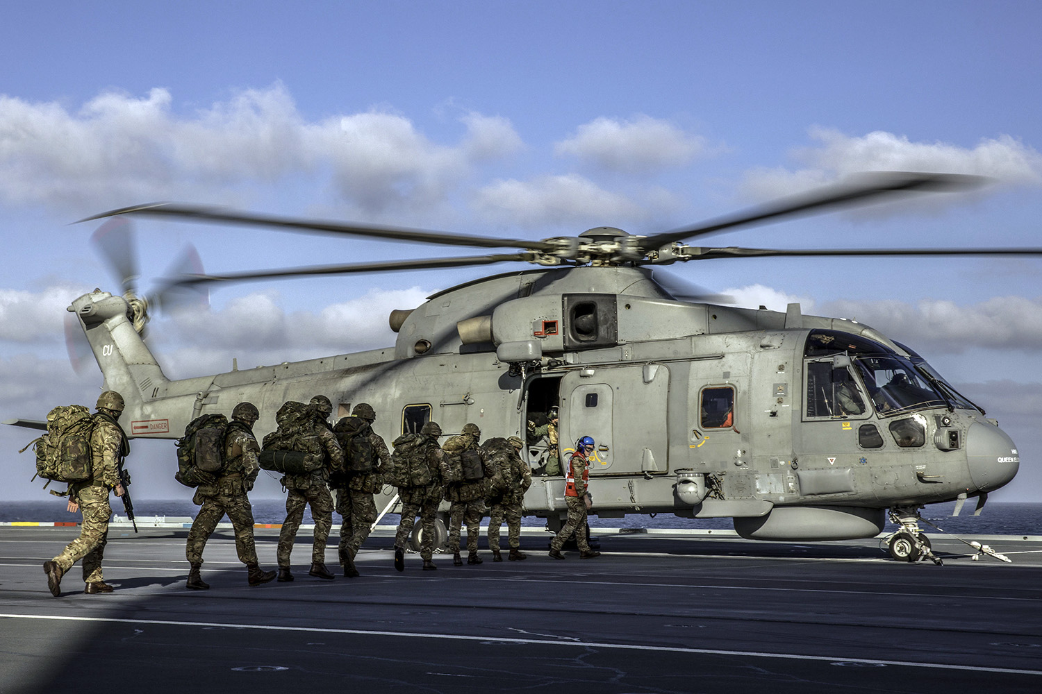 Royal Marines launch 'assault' from HMS Queen Elizabeth
