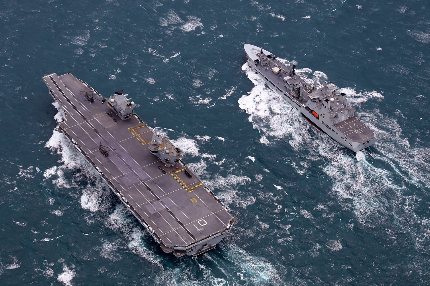 HMS Queen Elizabeth and RFA Tidespring meet up at sea