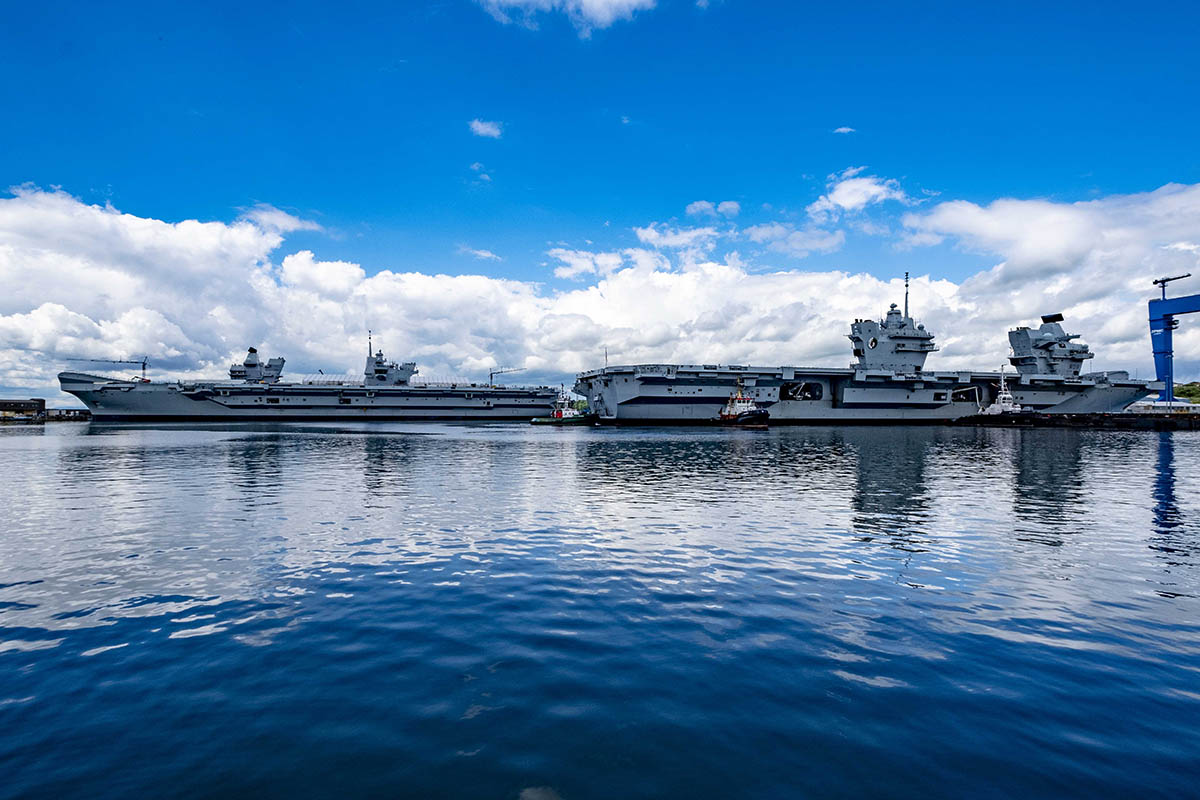 HMS Queen Elizabeth leaves the basin in Rosyth Peter Devlin/DevlinPhoto