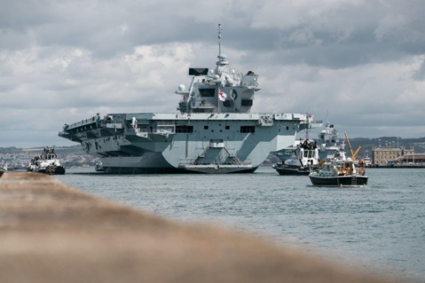HMS Queen Elizabeth returns to Portsmouth