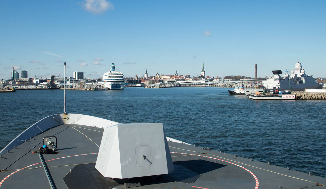 Oldest and newest Sandown-class minehunters meet up in Estonia