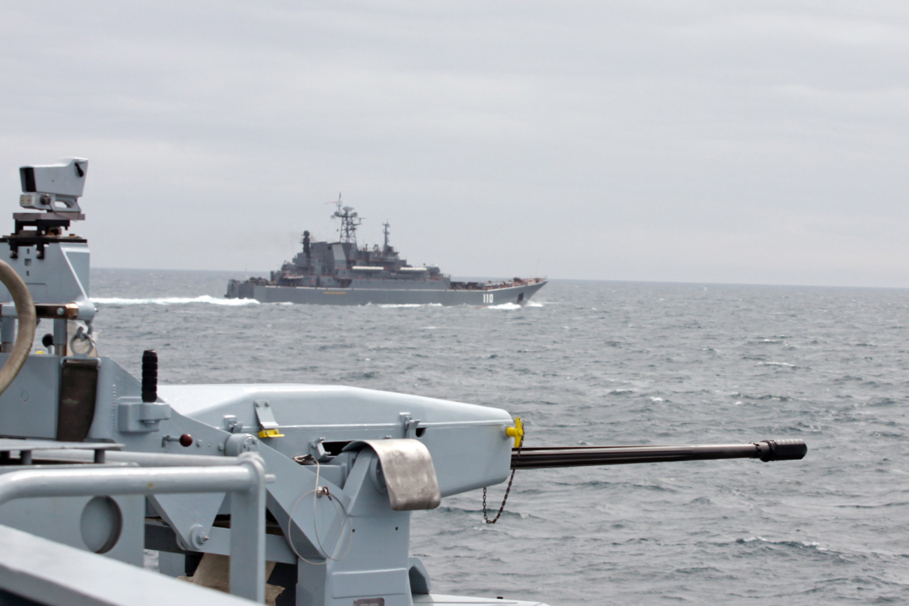 HMS Tyne escorts two Russian warships through Channel