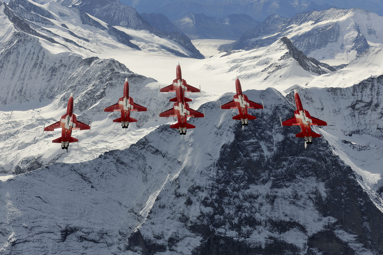 Patrouille Suisse adds flare to Air Day