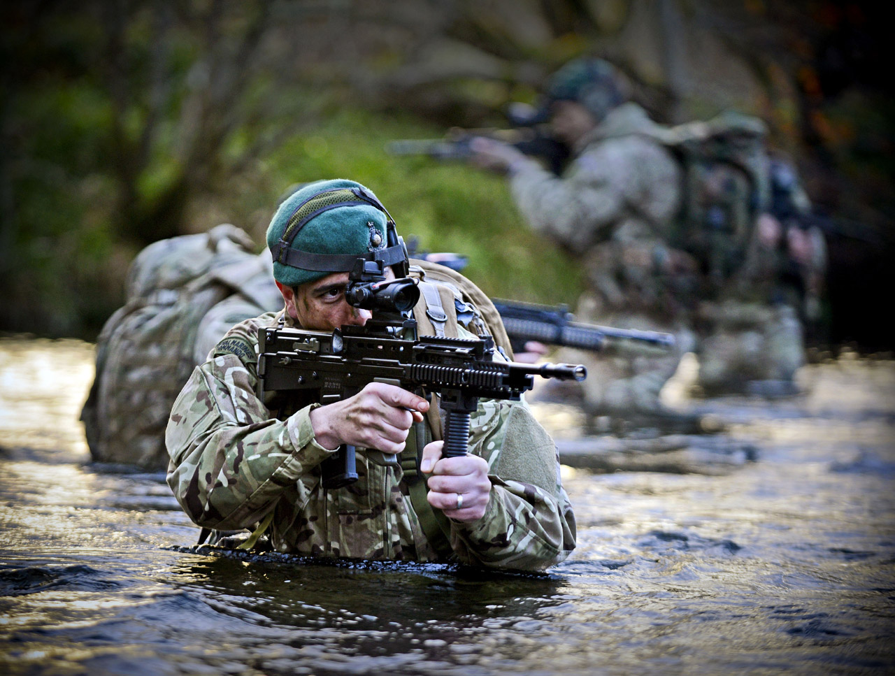 43 Commando go stalking through the glen