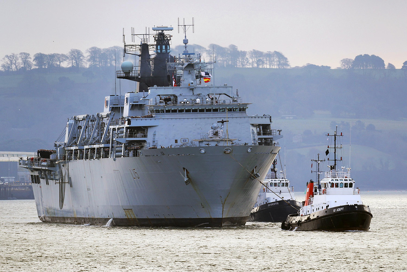 HMS Bulwark welcomed home for Christmas