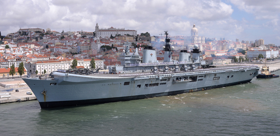 HMS Illustrious calls in to Lisbon