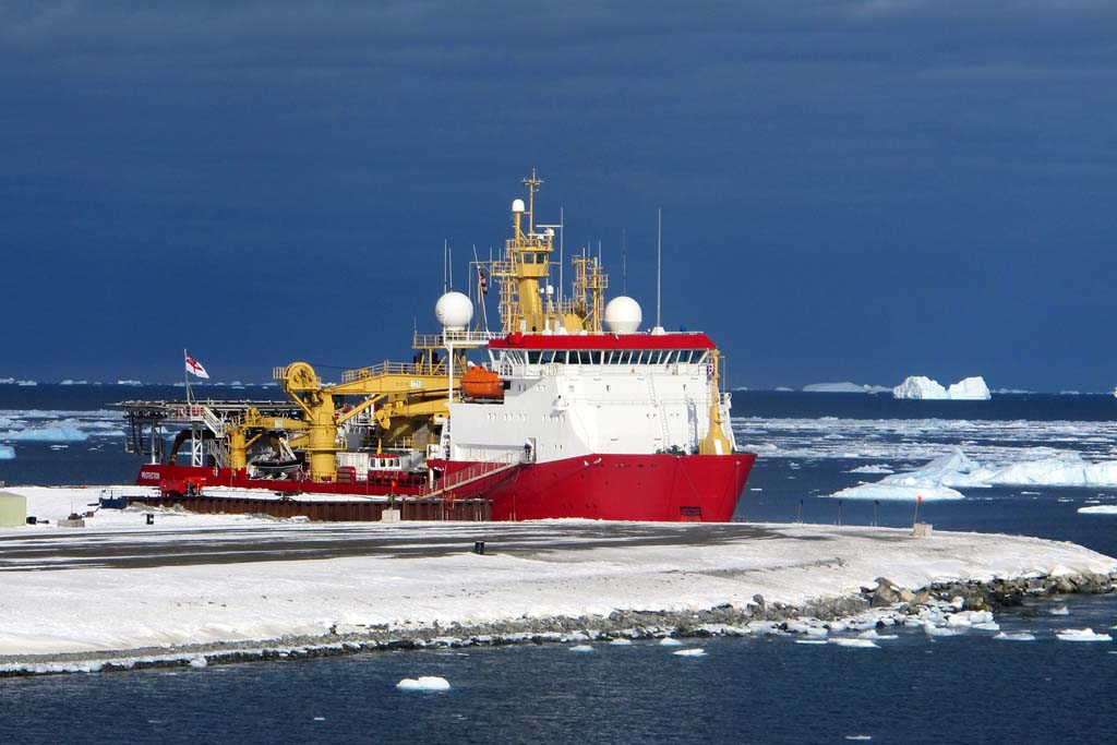 Ice patrol ship sails to the foot of the Earth