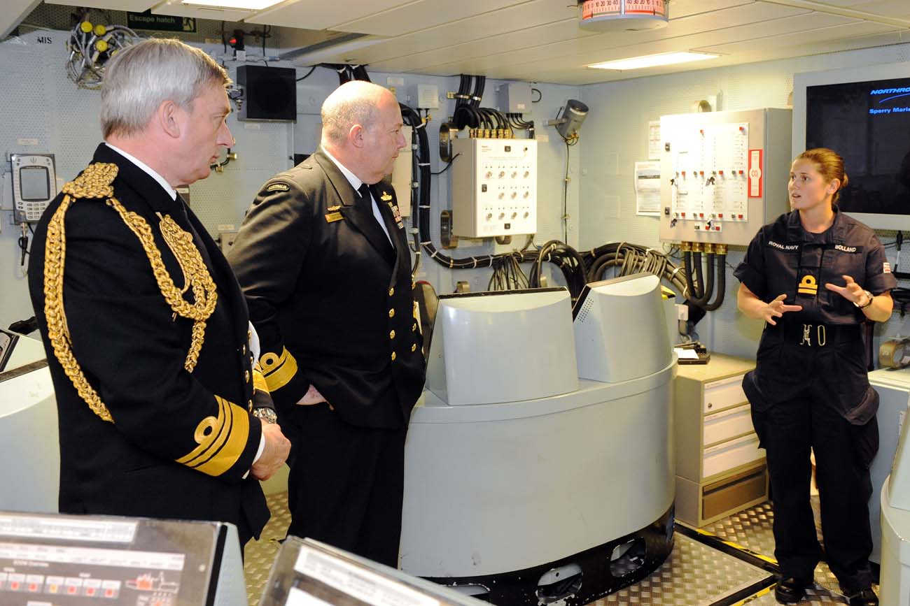 HMS Diamond welcomes Commander of Australian Navy