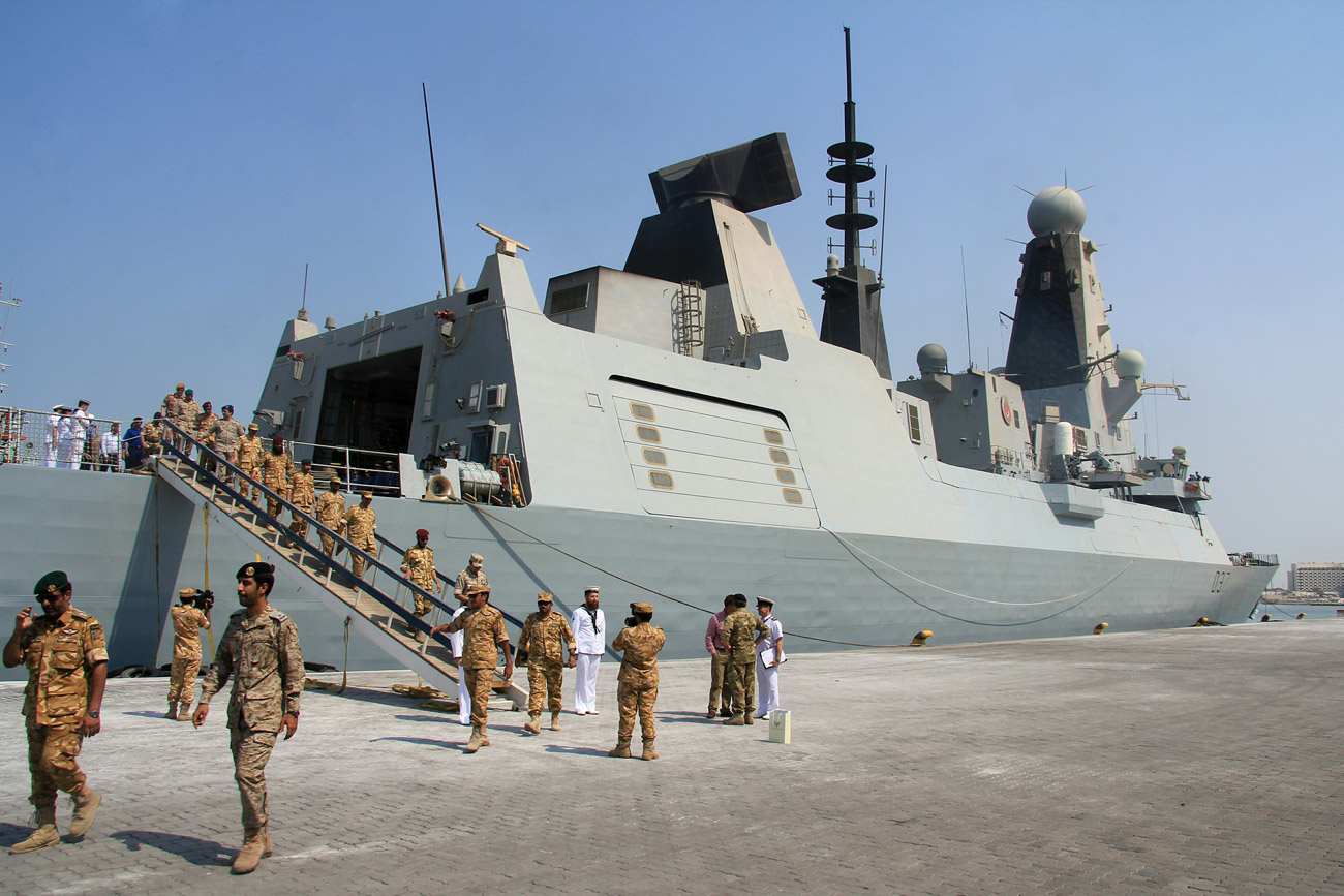 HMS Duncan hosts Qatar's Armed Forces