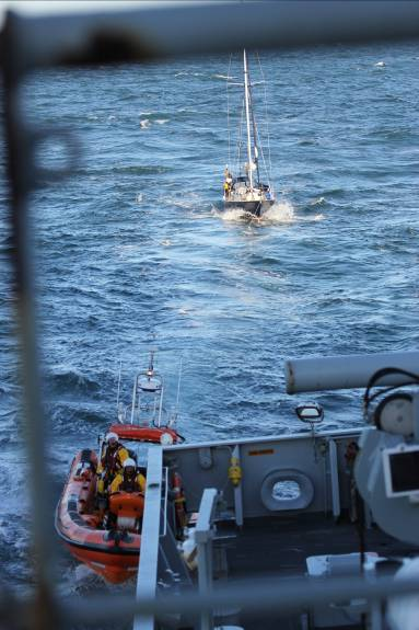 HMS Echo assists stricken vessel