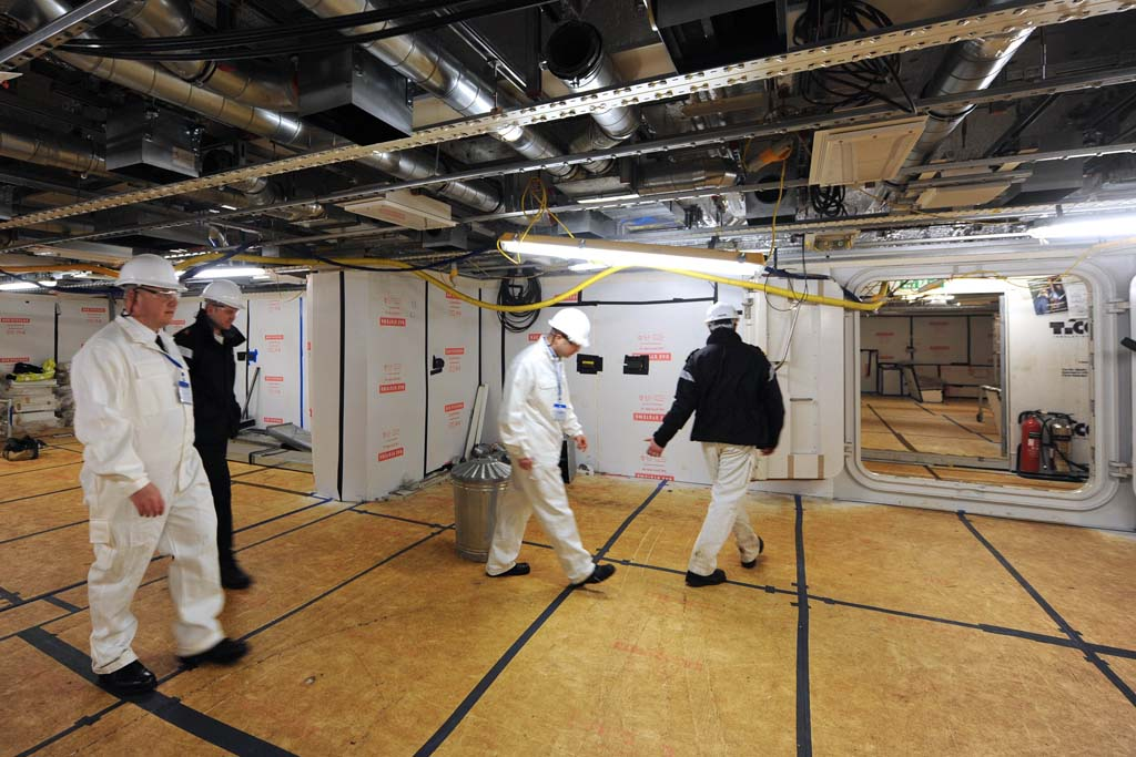 Illustrious sailors visit Queen Elizabeth in build