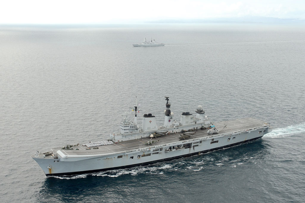 HMS Illustrious takes over from HMS Daring in the Philippines
