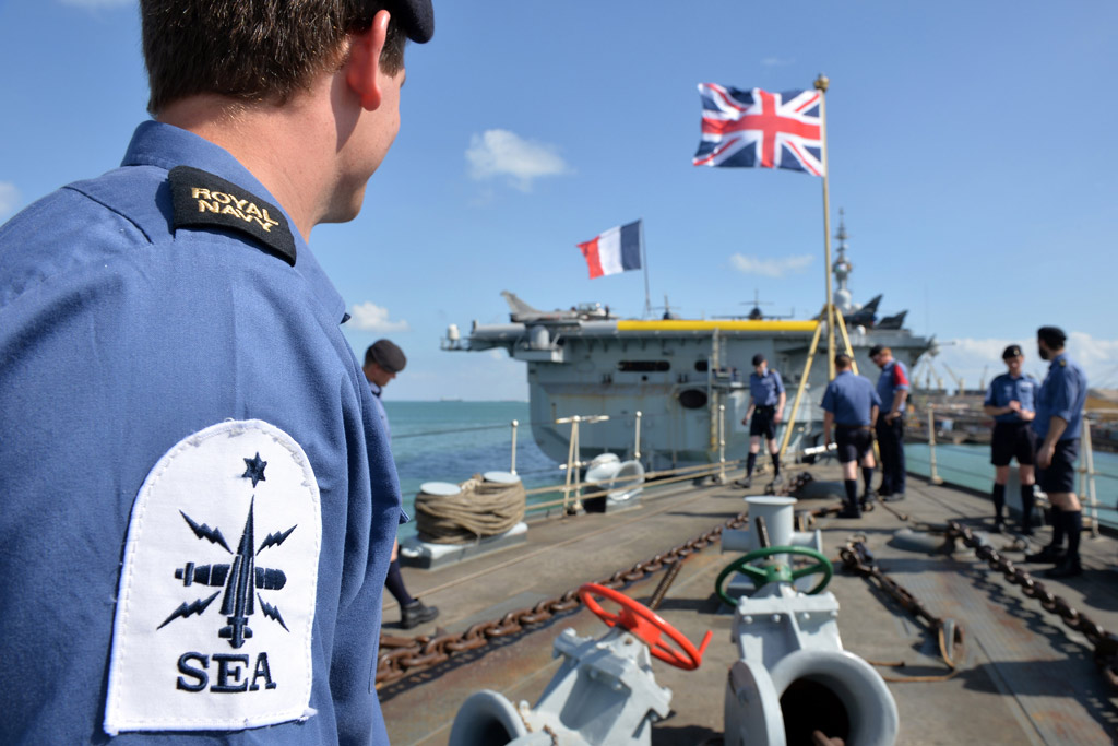 HMS Kent ship enters Gulf with French carrier group