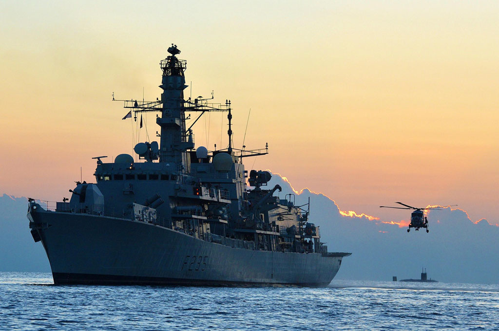 Royal Navy and Kuwaiti Navy exercise together in the Gulf