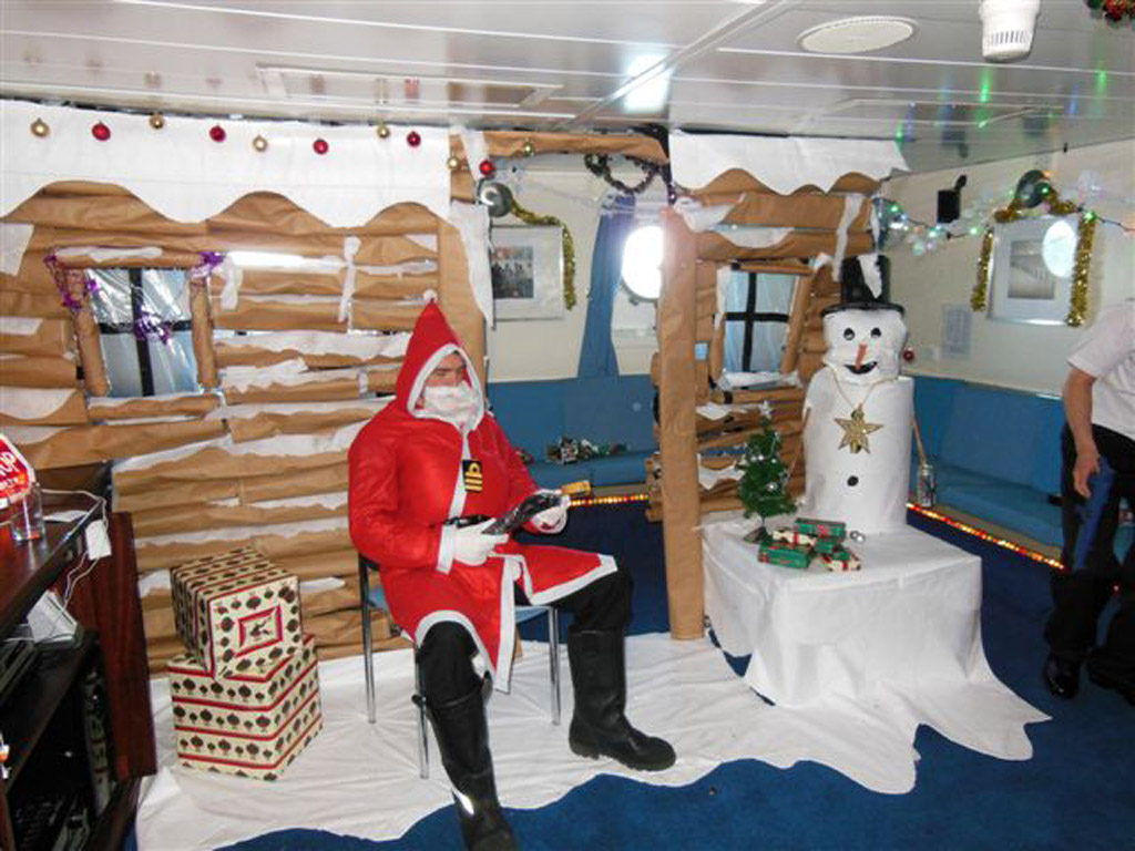 Survey ship turns winter wonderland as HMS Scott celebrates the festive season