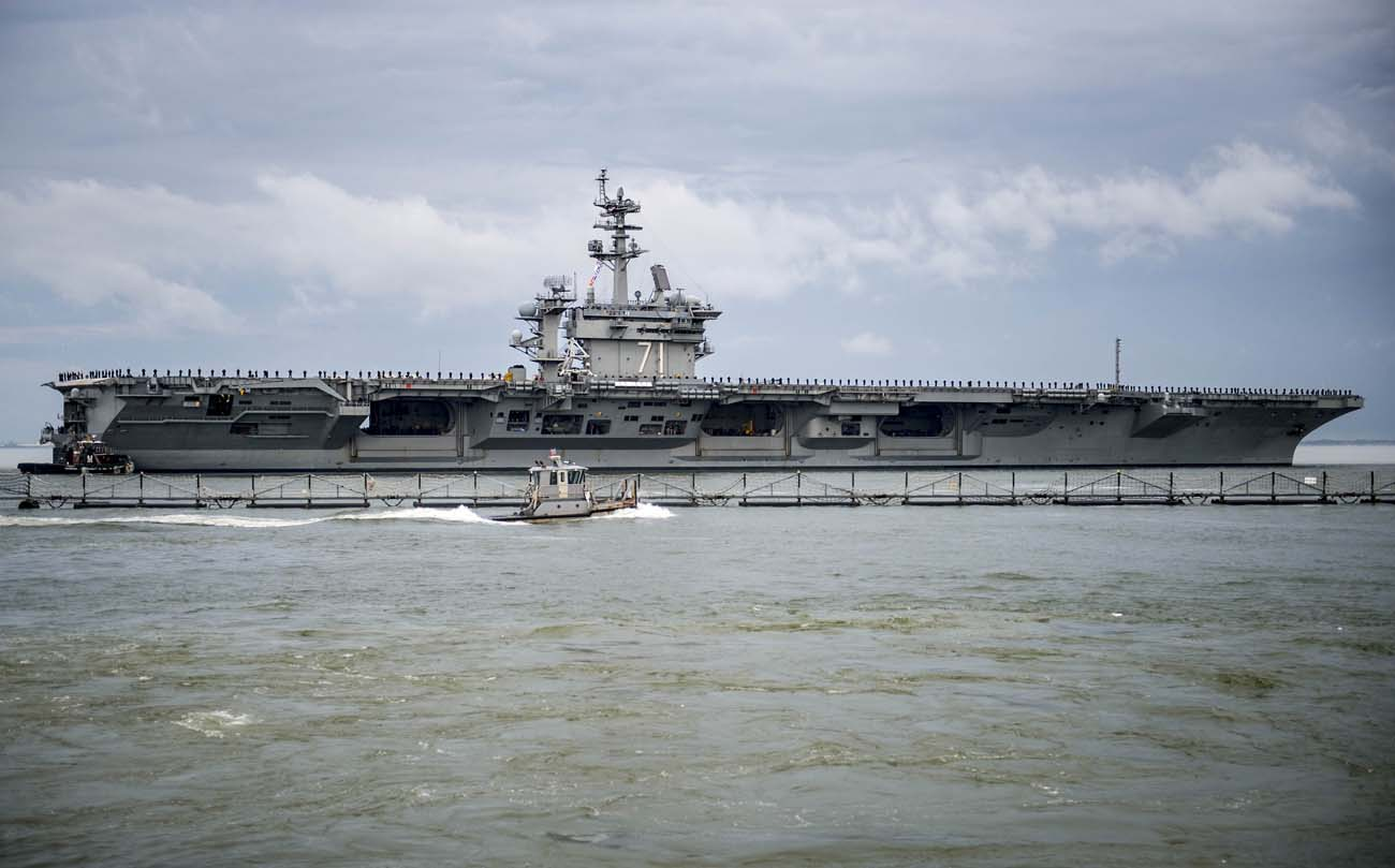 Giant Us Navy Aircraft Carrier Visits Portsmouth Royal Navy